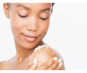 DIY SUGAR BODY SCRUB FOR EXFOLIATING SKIN