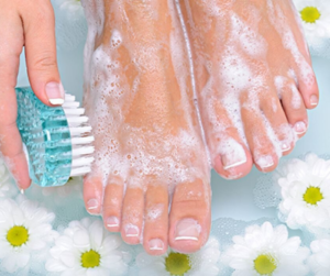 DIY EASY HOMEMADE PEDICURE